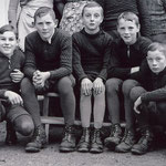 Solche langen Strümpfe trugen die Knaben noch 1941.