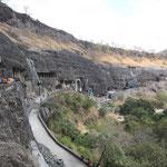 Die Ajantahöhlen von außen