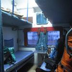 So sieht es im indischen Zug aus, d.h. die 'bessere' Klasse sieht so aus