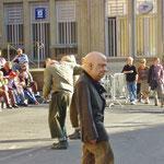 仮面をつけた街頭劇も、人形劇のカテゴリーです