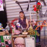 いい感じの、人形売りの不思議おばさん