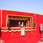 広場のスぺインの劇団の舞台