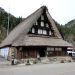 五箇山の村上家。ご当主に内ヶ嶋氏と銀の茶釜について聞いてみました。