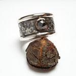 Silberring mit schwarzem Diamant in 750er Rotgoldfassung, 440 Euro
