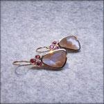 750er Rotgold-Ohrhänger mit Mondsteinen und Saphiren