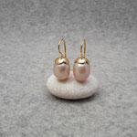 750er GG-Ohrhänger mit Süßwasserperlen, 340 Euro