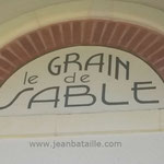 Nom d'une maison arcachonaise en lettres peintes