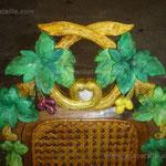 Détail chaise Henri III glacis et vernis sur ornements