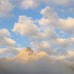 Rocca dei Baranci tra le nuvole del mattino