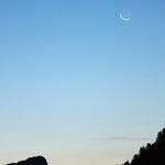 luna alle prime luci dell'alba