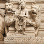 Particolare del portale di St Trophime