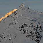 prime luci sui monti sopra il passo Maloja