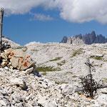 Trincee austriache sulli sfondo la rocca dei baranci