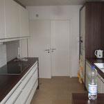 Küche und Tür zum Vorratsraum