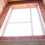 Das Fensterelement im Flur oben