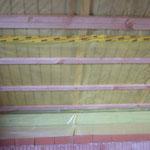 Die Decke im OG wurde gedämmt und mit der Dampfsperre versehen
