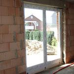 Tür zum Garten aus dem Wohnzimmer