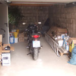 Das Motorrad ist schon in die Garage eingezogen