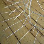 """Detail """"Lope"""", Installation, 2006, Rohr, Textilband, Kabelbinder, Nieten"""