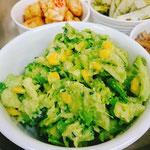 ブロッコリーとアボガドのサラダ