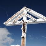 Verschneites Gipfelkreuz auf den Hüenderegg 1774 m