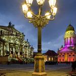 Projektion auf das Konzerthaus. Farbiges Lichterspiel am Französischen Dom