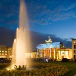 Pariser Platz mit der Projektion auf das Brandenburger Tor