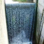Перепад воды на шлюзе