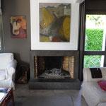 cheminée foyer ouvert intérieur briques réfractaires et finition béton ciré