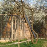 Das Hühner- und Schafbockhaus im Frühling bevor an dieser Stelle das Morgensternhaus gebaut wurde