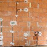 21. Juni 2015: Die Räume sind isoliert und alle Stromleitungen angelegt. Hier ein Teil der Kochecke im Aufenthaltsraum.