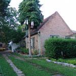 Das Gesindehaus im Innenhof.
