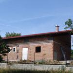 01.08.2015: Die Dachziegel bedecken 2/3 vom Haus - Hans war fleissig.