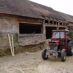 Ohne Traktoren wäre das eine ganz schöne Schlepperei geworden, die alten Ziegel zu entsorgen!