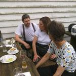 Die Drei unterhielten sich angeregt über Schottland