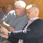 beim Fachsimpeln: Peter Knoll und Karl-Heinz Nolte