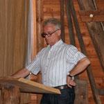 Peter bem Vortrag: »Vögel für die Ausstellung vorbereiten«