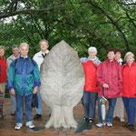 Aufstellung zum Gruppenbild auf dem Baumwipfelpfad im Hainich