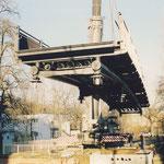 Der Querschnitt der Brücke wurde durch vom Bootsbau angeregt