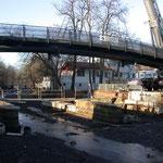 Montage der Brücke in einem Stück am 17. 01. 2003