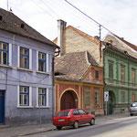 Altstadtstraße mit traditioneller Farbigkeit