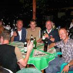 Bulgarien mitten unter den Motorradfans die auf der Landewiese ein Fest gegeben hatten!