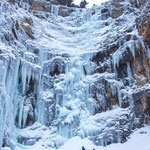 Frozen waterfall, © Katie Goldie @goldiehawn_