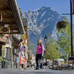Die Stadt Banff im Sommer © Banff Lake Louise Tourism, Paul Zizka
