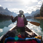 Canoeing at Maligne Lake © Katie Goldie @goldiehawn_