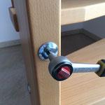 Dann mit einem geeigneten Imbusschlüssel die Schraube nachziehen.