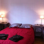 chambre avec 1 lit de 140 dans la grande maison