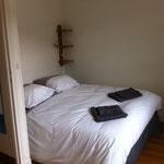 autre chambre avec 1 lit de 140 dans la grande maison