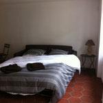 canapé-lit d'appoint dans la petite maison