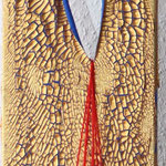 """Shit happens"", 2011, Acryl, Strukturpaste auf Leinwand, Wolle, Knochen, 100 x 20 cm"